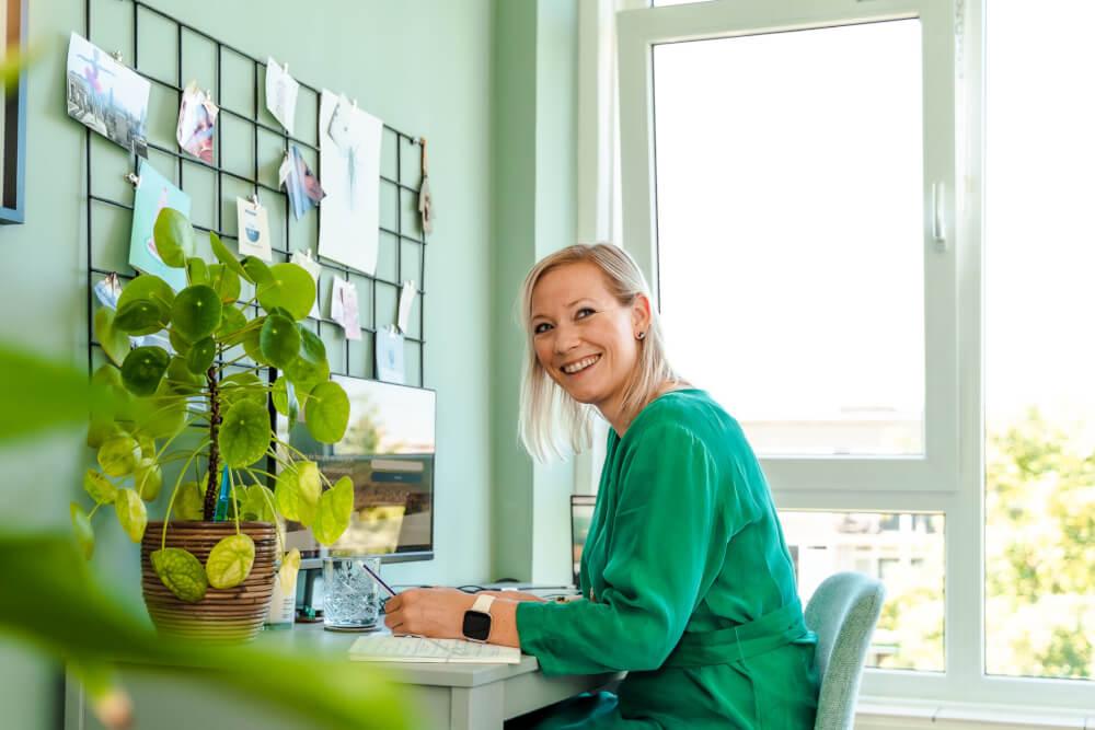 thuiswerken kantoor groen jurk plant